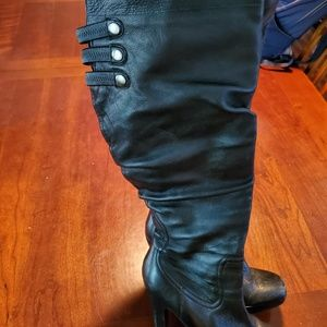 Jessica Simpson boots are size 7.5